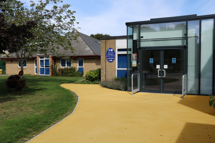 Pathway in NatraTex Colour Gold